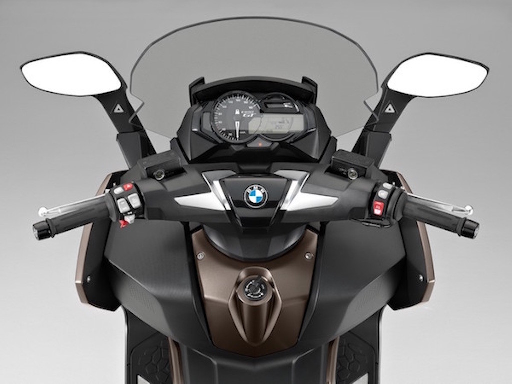 BMW Side Assist on Scooter